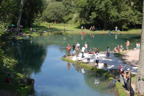 pêche en groupe Truite